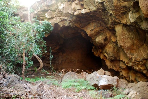 suswa-cave-entrance